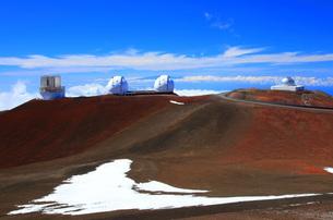 ハワイ島 マウナ・ケア山頂天文台群の写真素材 [FYI02708840]