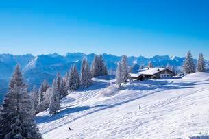 Tolzer Hutte, mountain hut, ski resort Brauneckの写真素材 [FYI02708877]