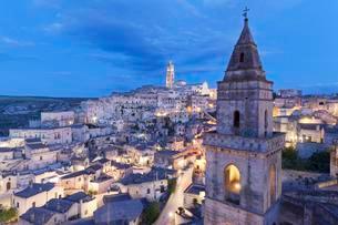 View of Church of San Pietro Barisano and Sasso Barisanoの写真素材 [FYI02708956]