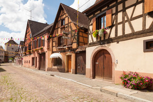 Half-timbered houses in the historic centre, Turckheimの写真素材 [FYI02709004]