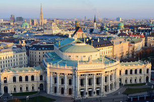 View from the observation tower on the Burgtheater and theの写真素材 [FYI02709008]