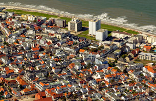 Aerial view, Norderney, island in the North Sea, Eastの写真素材 [FYI02709057]
