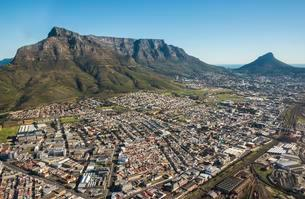 Aerial view, Devil's Peak, Table Mountain and Lion's Headの写真素材 [FYI02709146]
