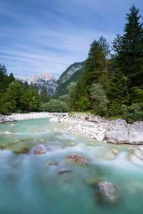 Soca River with crystal clear, turquoise blue water, Socaの写真素材 [FYI02709159]