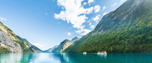 Ships on Lake Konigssee, Berchtesgaden National Parkの写真素材 [FYI02709162]