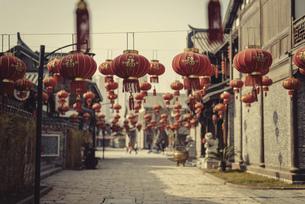 Lantern-filled streets,Chinaの写真素材 [FYI02709291]