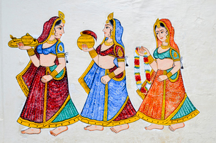 Mural of three women wearing saris and carrying gifts in Udaipur City Palace.の写真素材 [FYI02709397]