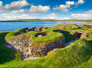 The neolithic settlement of Skara Brae, circa 3000 BC, theの写真素材 [FYI02709550]