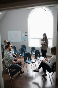 Woman talking at support group in community centerの写真素材 [FYI02709916]