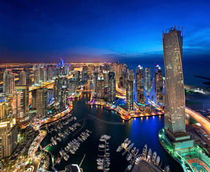 Aerial view of the cityscape of Dubai, United Arab Emirates at dusk, with illuminated skyscrapers anの写真素材 [FYI02710034]