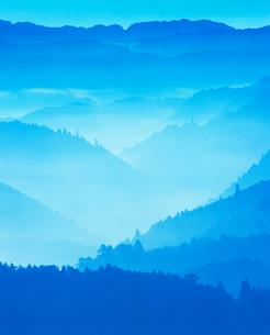 御斉峠方向の山並み,朝の写真素材 [FYI02713964]