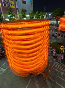 久喜提燈祭りでの回転する山車の写真素材 [FYI02719201]