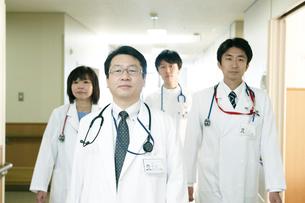 医師の回診の写真素材 [FYI02721224]