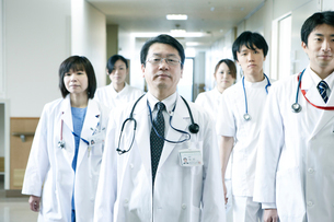 医師の回診の写真素材 [FYI02721226]