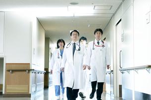 医師の回診の写真素材 [FYI02721297]