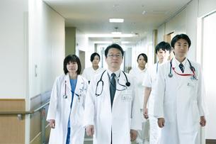 医師の回診の写真素材 [FYI02721437]