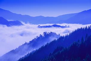 竹田城の雲海の写真素材 [FYI02721580]