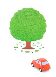 赤い粘土の車と大樹の写真素材 [FYI02721751]