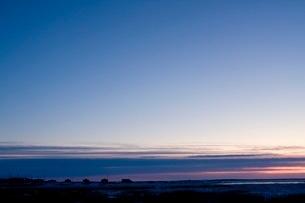 アラスカ州シシュマレフの朝焼けの写真素材 [FYI02721933]