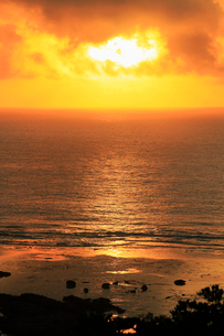 奄美大島 あやまる岬から望む朝日と海の写真素材 [FYI02722270]