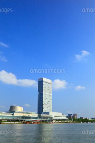朱鷺メッセと信濃川の写真素材 [FYI02722570]