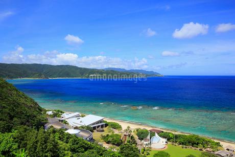 奄美大島 大浜海浜公園より望む東シナ海の写真素材 [FYI02722614]