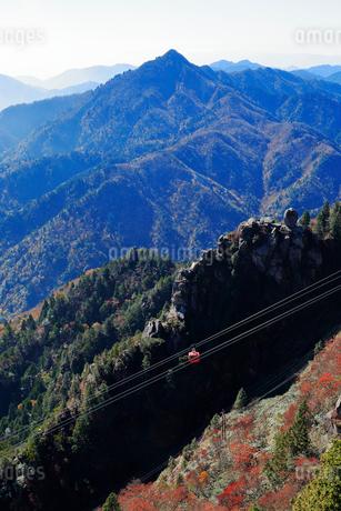 三重県 御在所岳の紅葉の写真素材 [FYI02723636]