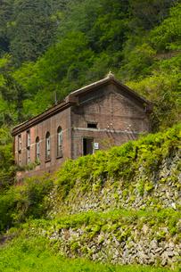 赤レンガ建築の旧東平第三変電所の写真素材 [FYI02724917]