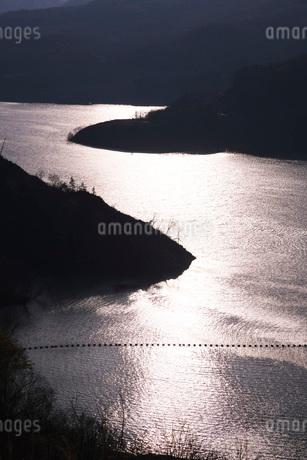 奥州湖の夕景の写真素材 [FYI02725236]