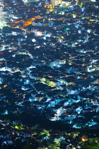 灰ヶ峰より住宅街夜景の写真素材 [FYI02725652]