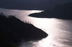 奥州湖の夕景の写真素材 [FYI02725813]