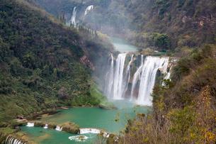 九龍瀑布(中国雲南省)の写真素材 [FYI02738262]