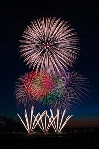 長岡まつり大花火大会の超大型スターマインの写真素材 [FYI02738270]