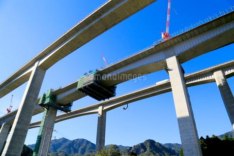 建設中の新名神高速道路安楽川橋の写真素材 [FYI02738290]