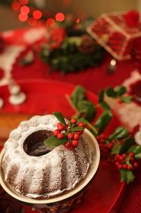 料理とクリスマスアレンジの写真素材 [FYI02738383]