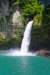 夏のうのこの滝の写真素材 [FYI02738416]