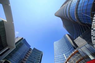 ミラノ再開発地区の高層ビル群の写真素材 [FYI02738534]