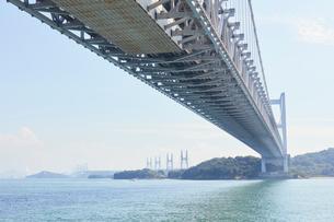 瀬戸大橋の高架下の写真素材 [FYI02738561]