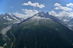 氷河と針峰の写真素材 [FYI02738563]