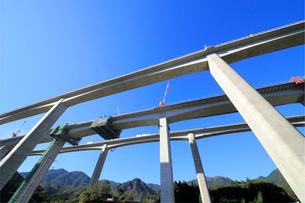 高速道路建設現場の写真素材 [FYI02738573]