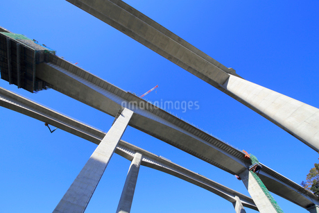 建設中の新名神高速道路の写真素材 [FYI02738600]