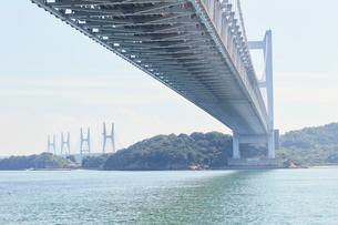 瀬戸大橋の高架下の写真素材 [FYI02738609]