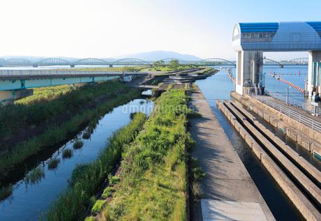 長良川河口堰の閘門と魚道の写真素材 [FYI02738738]