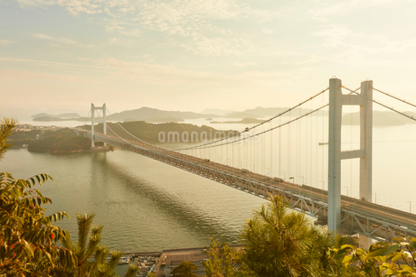 瀬戸大橋と夕景の写真素材 [FYI02738798]