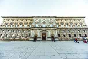 カルロス5世宮殿正面の写真素材 [FYI02738839]