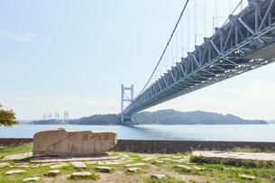 瀬戸大橋の高架下の写真素材 [FYI02738877]