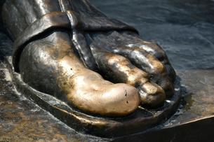 グルグール像の親指の写真素材 [FYI02738910]