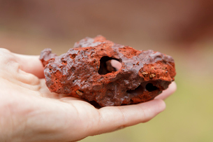 ハワイ島のハワイ火山国立公園 カフクユニット のスコリアの写真素材 [FYI02738938]