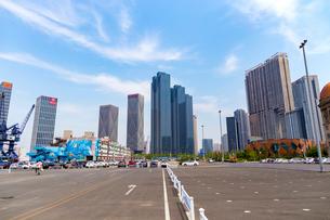 大連,東港新区の高層ビル街の写真素材 [FYI02738982]