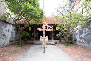 ハノイ旧市街36通り、キムガン亭の中庭の写真素材 [FYI02739081]